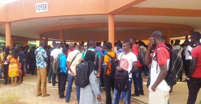 RECRUTEMENT DE 4 200 ENSEIGNANTS : « Non à la promotion de la  précarité »