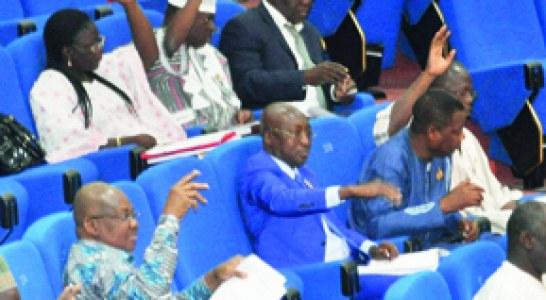 ASSEMBLEE NATIONALE : Les députés décident de restituer les tablettes au gouvernement