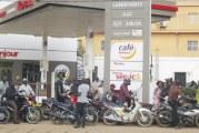 GREVE DES CHAUFFEURS ROUTIERS  DU BURKINA : Le  manque de carburant provoque de longues  files d'attente  dans les stations- services