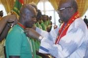 CAN 2017 : Accueillis en héros, Charles Kaboré et ses coéquipiers décorés par le président du Faso