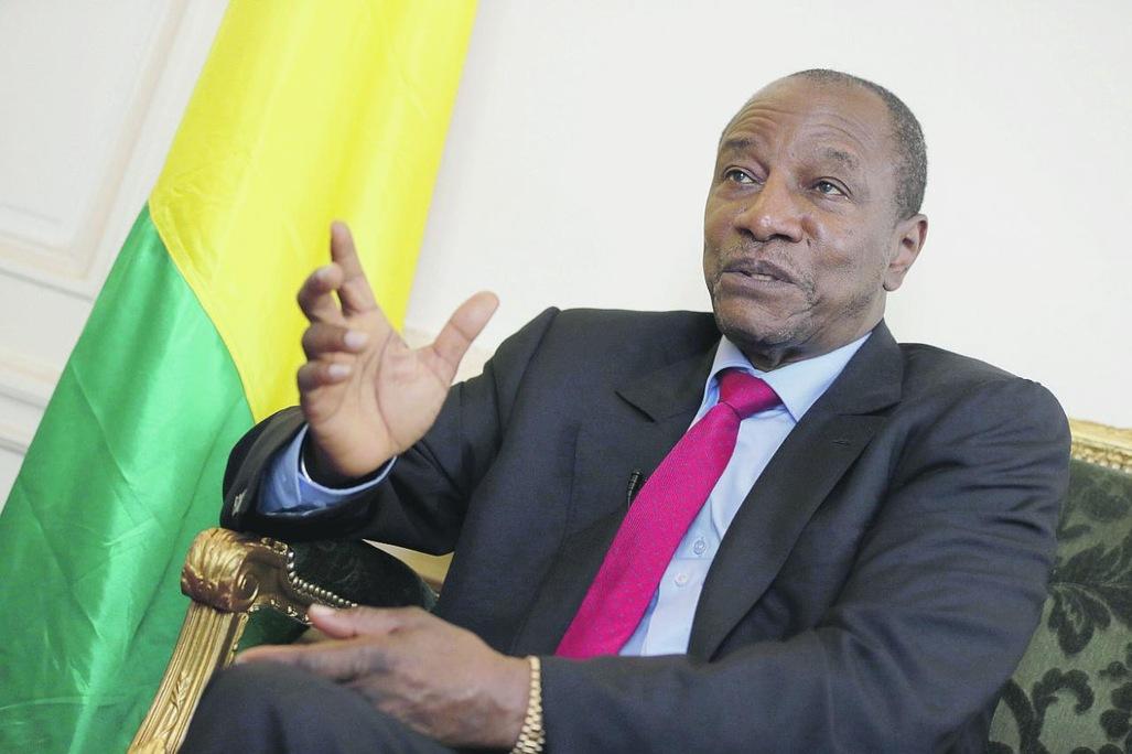 SORTIE D'ALPHA CONDE SUR LA TROPICALISATION DE LA DEMOCRATIE EN AFRIQUE :  On le voit venir