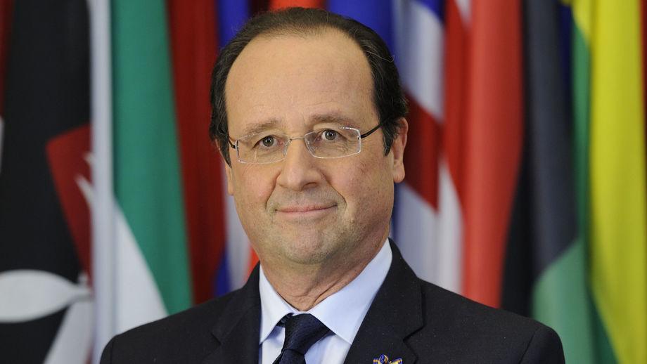 FRANÇOIS HOLLANDE : Conspué en France, acclamé en Afrique