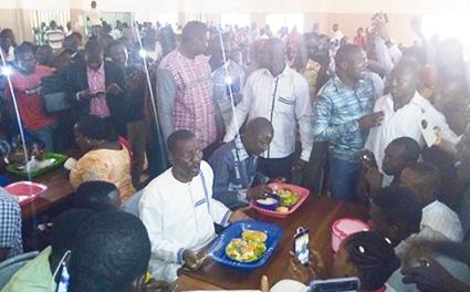 VISITE OFFICIELLE DU PRESIDENT DE L'ASSEMBLEE NATIONALE A BOBO :  Alassane Bala Sakandé promet la moitié de son salaire aux orphelinats