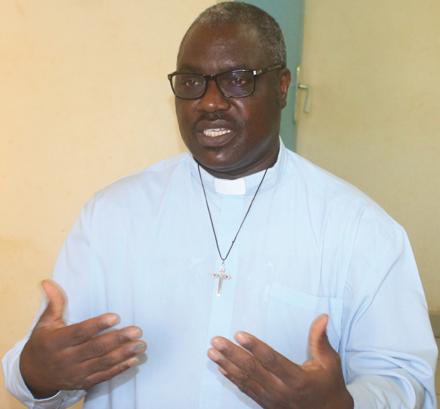 ABBE ISIDORE ZONGO, FORMATEUR AU PETIT SEMINAIRE DE PABRE  : «Tout chrétien baptisé de tout âge, et qui est mort, peut bénéficier des funérailles chrétiennes»