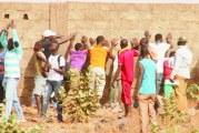 QUARTIER NAPAMBOUMBOU  :  Des jeunes démolissent la construction d'une dame