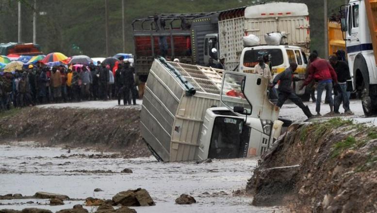 INONDATIONS MEURTRIERES AU KENYA