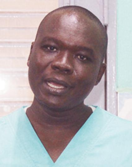 Dr ARNAUD TOE,  GYNECOLOGUE OBSTETRICIEN       « Les pertes blanches peuvent provoquer de graves conséquences telles que la stérilité »
