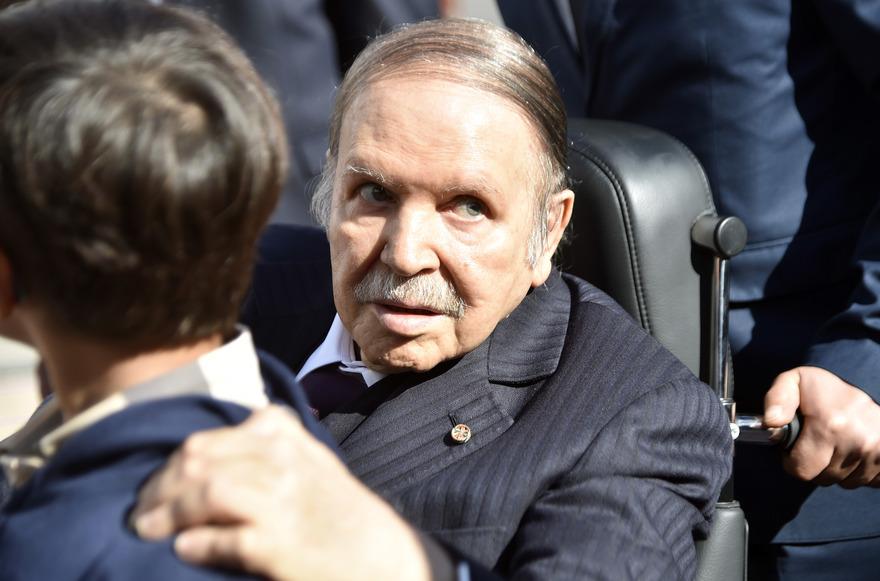 FIN HUMILIANTE DE BOUTEF EN ALGERIE   : Une chute qui devrait donner à réfléchir aux pouvoiristes du continent