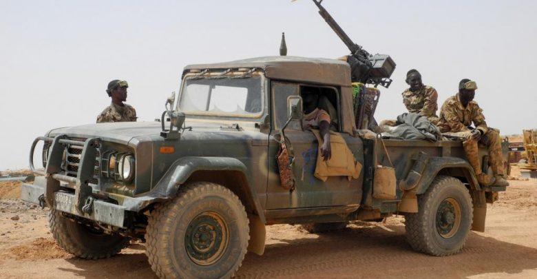 Après la mort de soldats, des Maliens manifestent malgré le deuil national