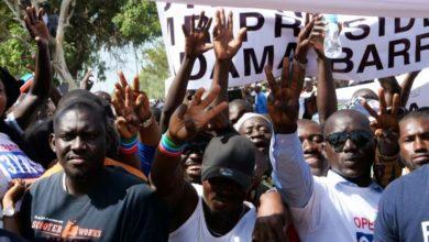Photo of MANIFS CONTRE LE PRESIDENT GAMBIEN:Adama Barrow rattrapé par ses promesses démagogiques ?
