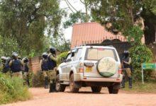 Photo of VISITE EMPECHEE DE L'AMBASSADEUR DES USA A BOBI WINE: Quand Kampala la renvoie Washington à ses leçons en matière de démocratie