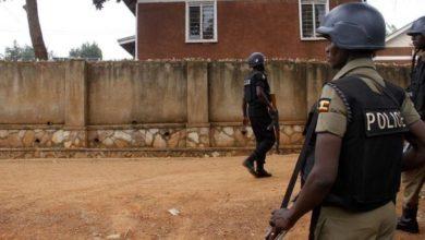 Photo of VISITE EMPECHEE DE L'AMBASSADEUR DES USA A BOBI WINE: Quand Kampala renvoie Washington à ses leçons en matière de démocratie